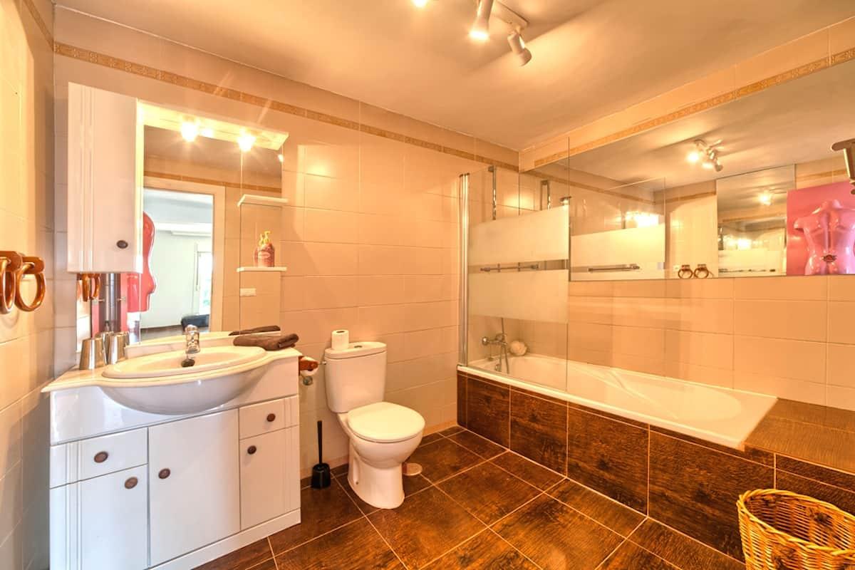 26_guest_bathroom_apt