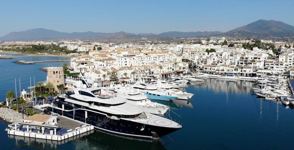 yacht in puerto banus